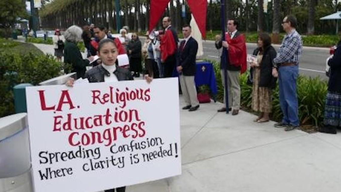Los Angeles Religious Education Congress La Rec Tfp Protest 2019 2 645 363 75
